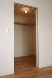 Walk-in closet-2135